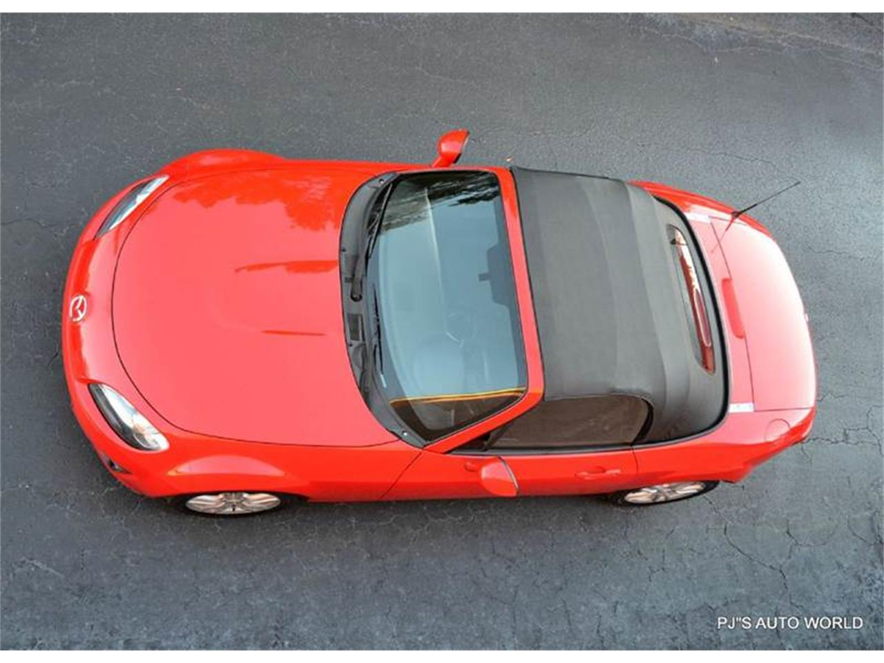 Large Picture of '11 Mazda Miata located in Florida - $11,800.00 - KHZE