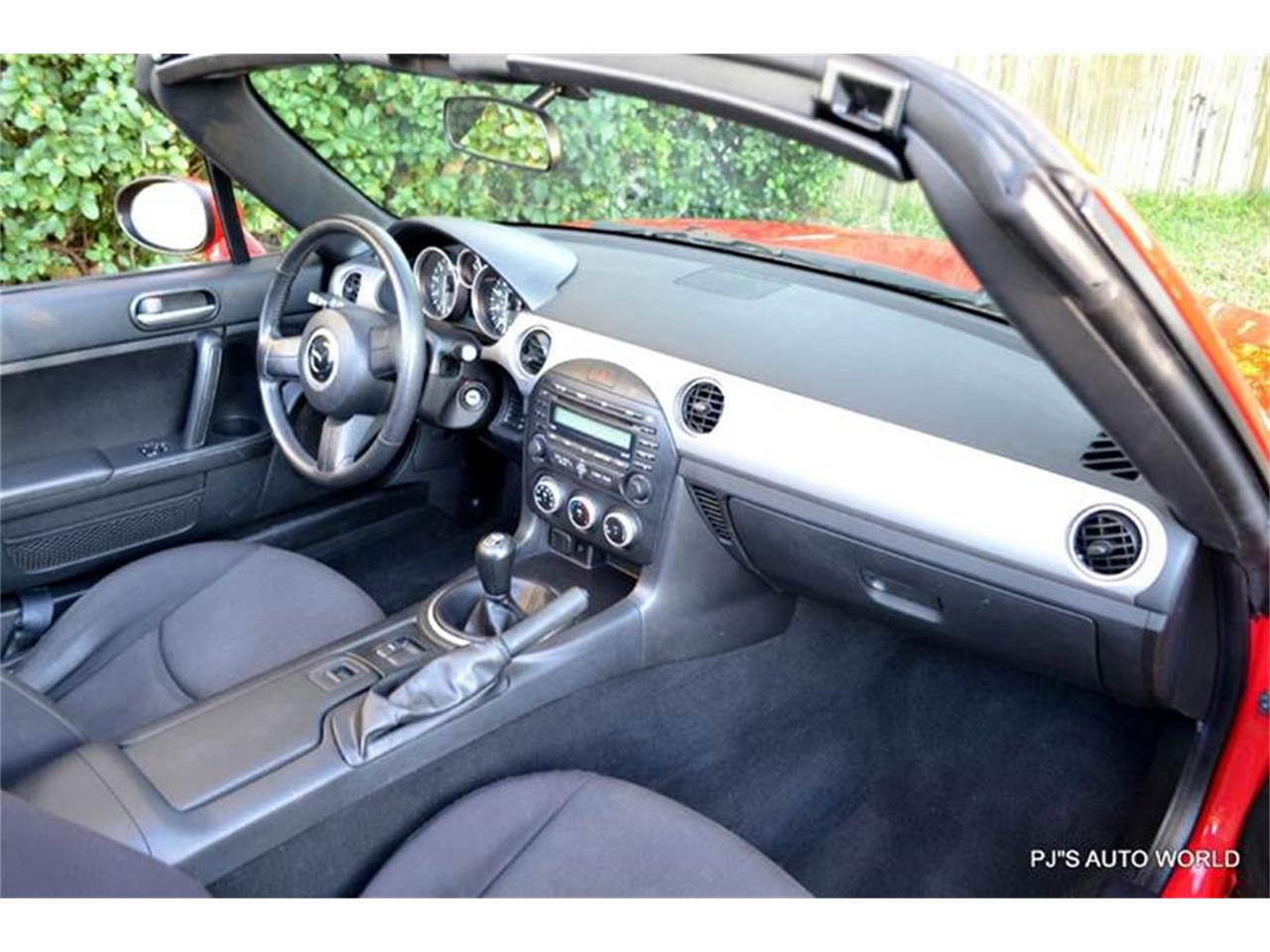 Large Picture of 2011 Mazda Miata - KHZE
