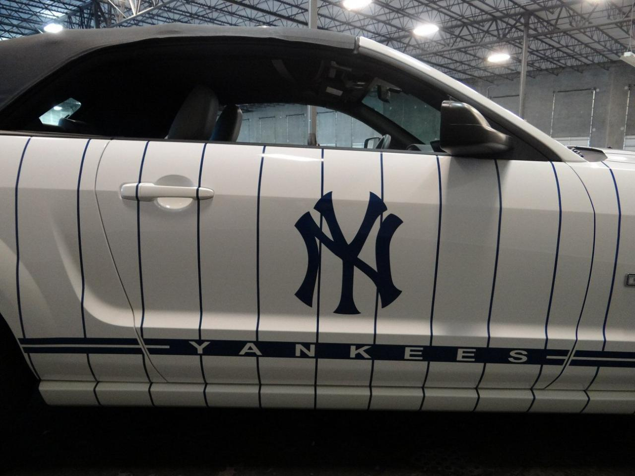 Large Picture of 2005 Ford Mustang - KDJ7
