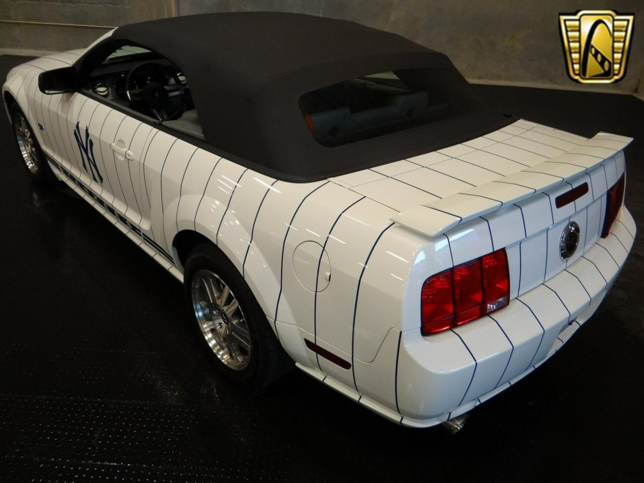 Large Picture of 2005 Ford Mustang located in Ruskin Florida - KDJ7