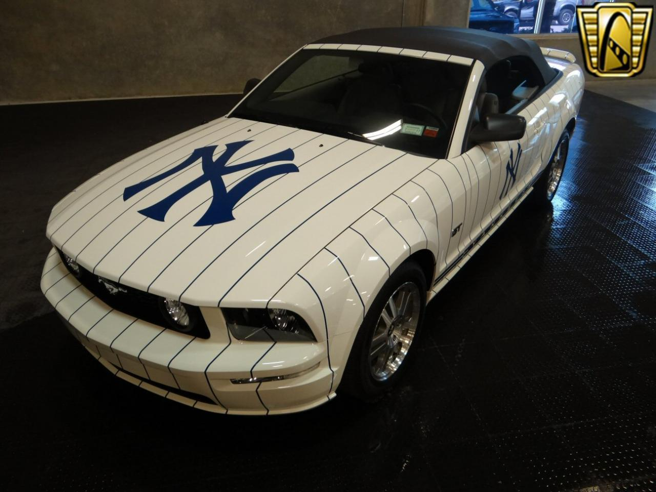 Large Picture of '05 Ford Mustang located in Florida - $24,595.00 Offered by Gateway Classic Cars - Tampa - KDJ7
