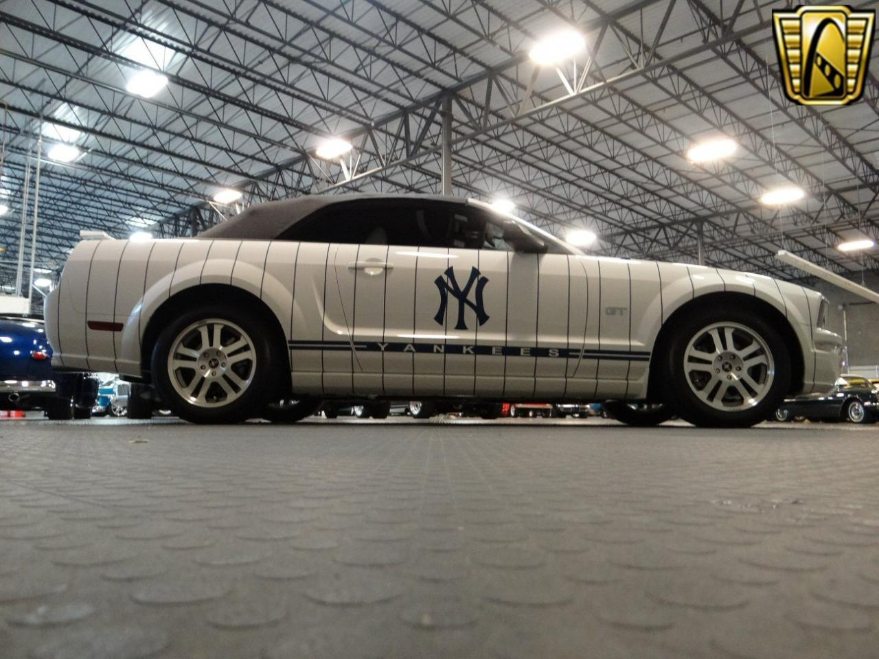 Large Picture of '05 Mustang Offered by Gateway Classic Cars - Tampa - KDJ7