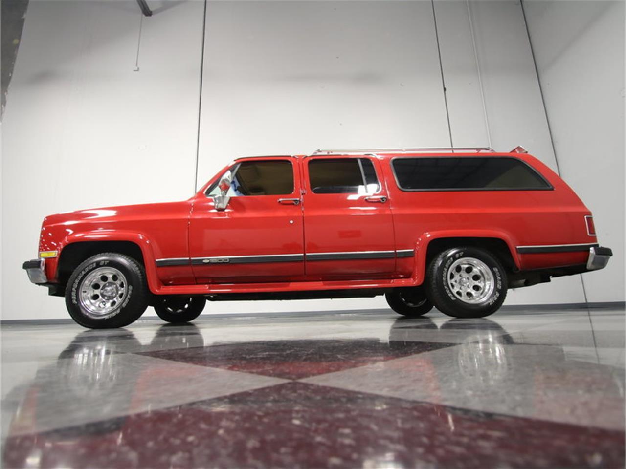 Large Picture of '85 Chevrolet Suburban located in Georgia - KIU1