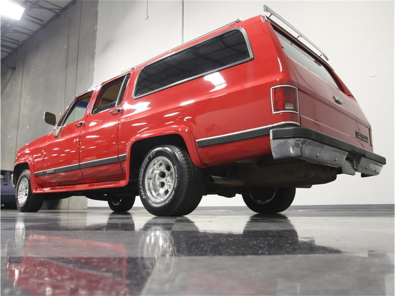 Large Picture of '85 Chevrolet Suburban Offered by Streetside Classics - Atlanta - KIU1