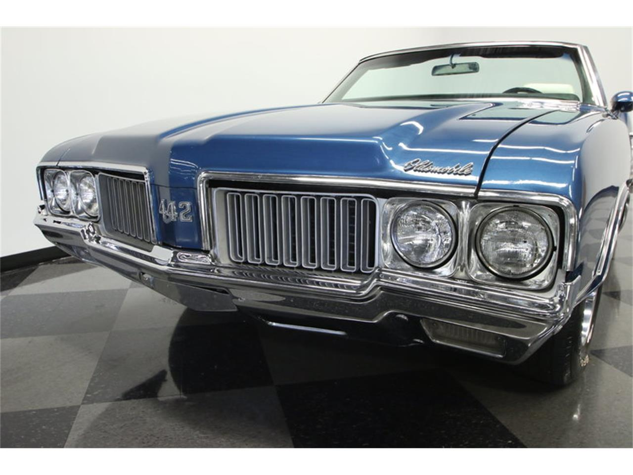 Large Picture of '70 Oldsmobile Cutlass located in Lutz Florida Offered by Streetside Classics - Tampa - KIZH