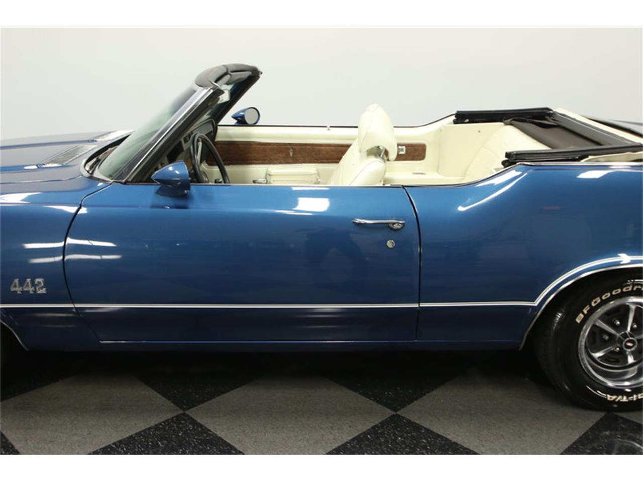 Large Picture of Classic '70 Oldsmobile Cutlass located in Florida - $39,995.00 - KIZH