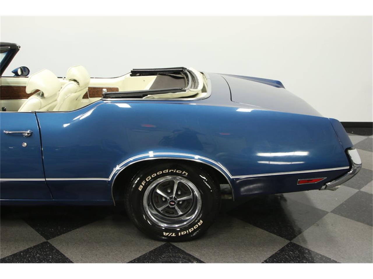 Large Picture of '70 Oldsmobile Cutlass located in Florida Offered by Streetside Classics - Tampa - KIZH