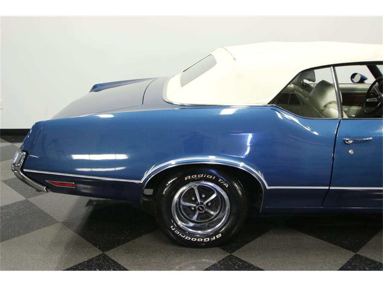 Large Picture of '70 Oldsmobile Cutlass Offered by Streetside Classics - Tampa - KIZH