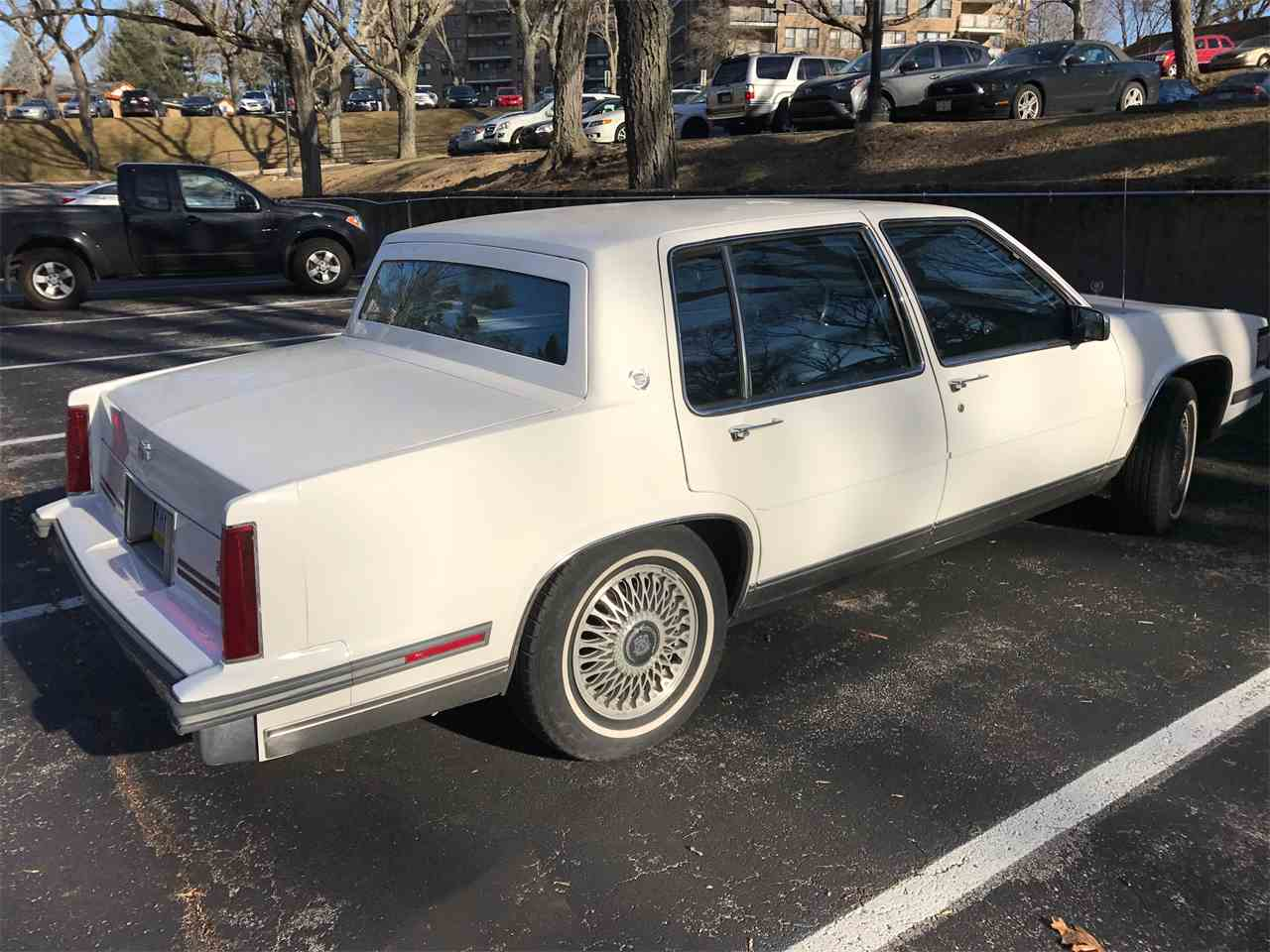 Large Picture of '87 Cadillac DeVille - KJIN