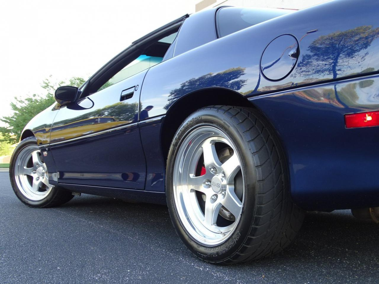 Large Picture of '02 Chevrolet Camaro Offered by Gateway Classic Cars - St. Louis - KDSG