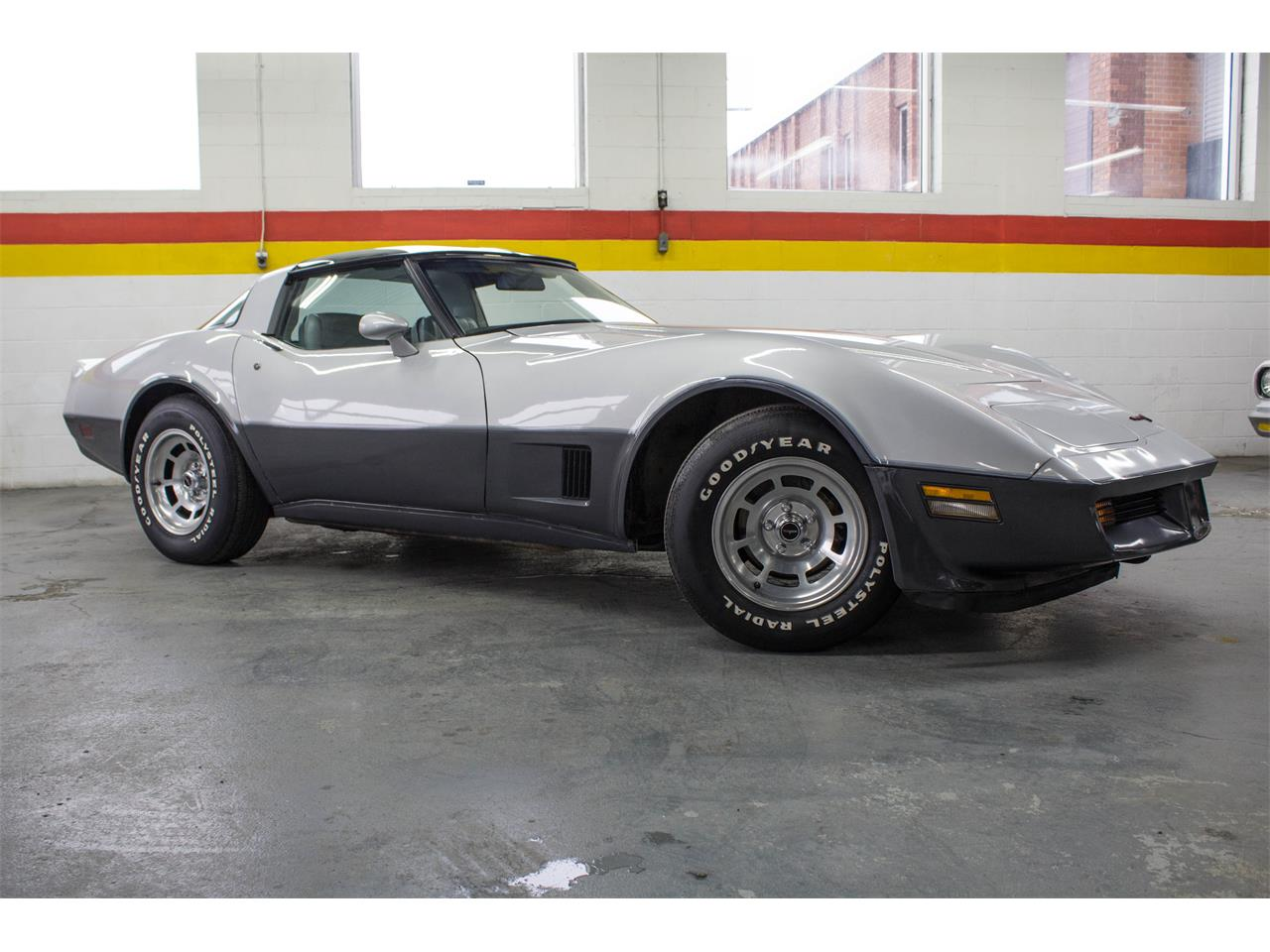 Large Picture of '81 Chevrolet Corvette located in Montreal Quebec - KKXW