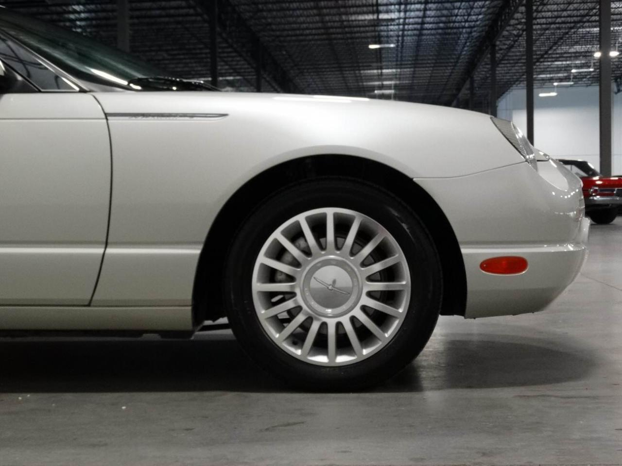 Large Picture of '05 Ford Thunderbird - KMSO