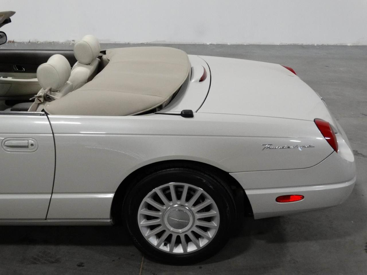 Large Picture of 2005 Ford Thunderbird located in Georgia - KMSO