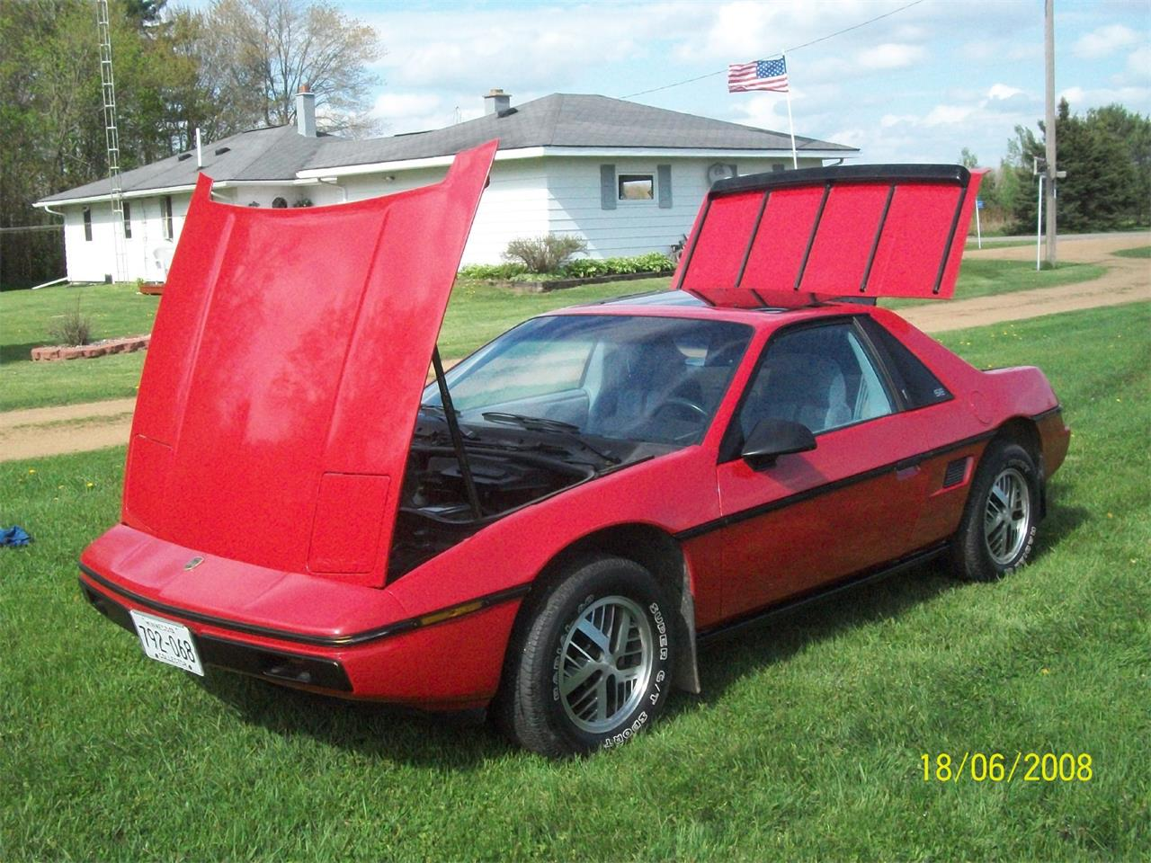 Large Picture of '84 Fiero - KMXD