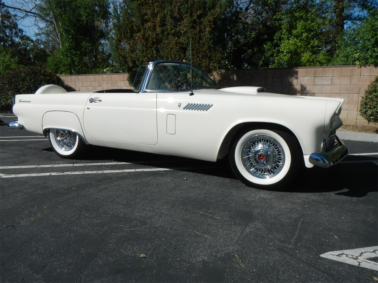 Large Picture of '56 Thunderbird - KN02