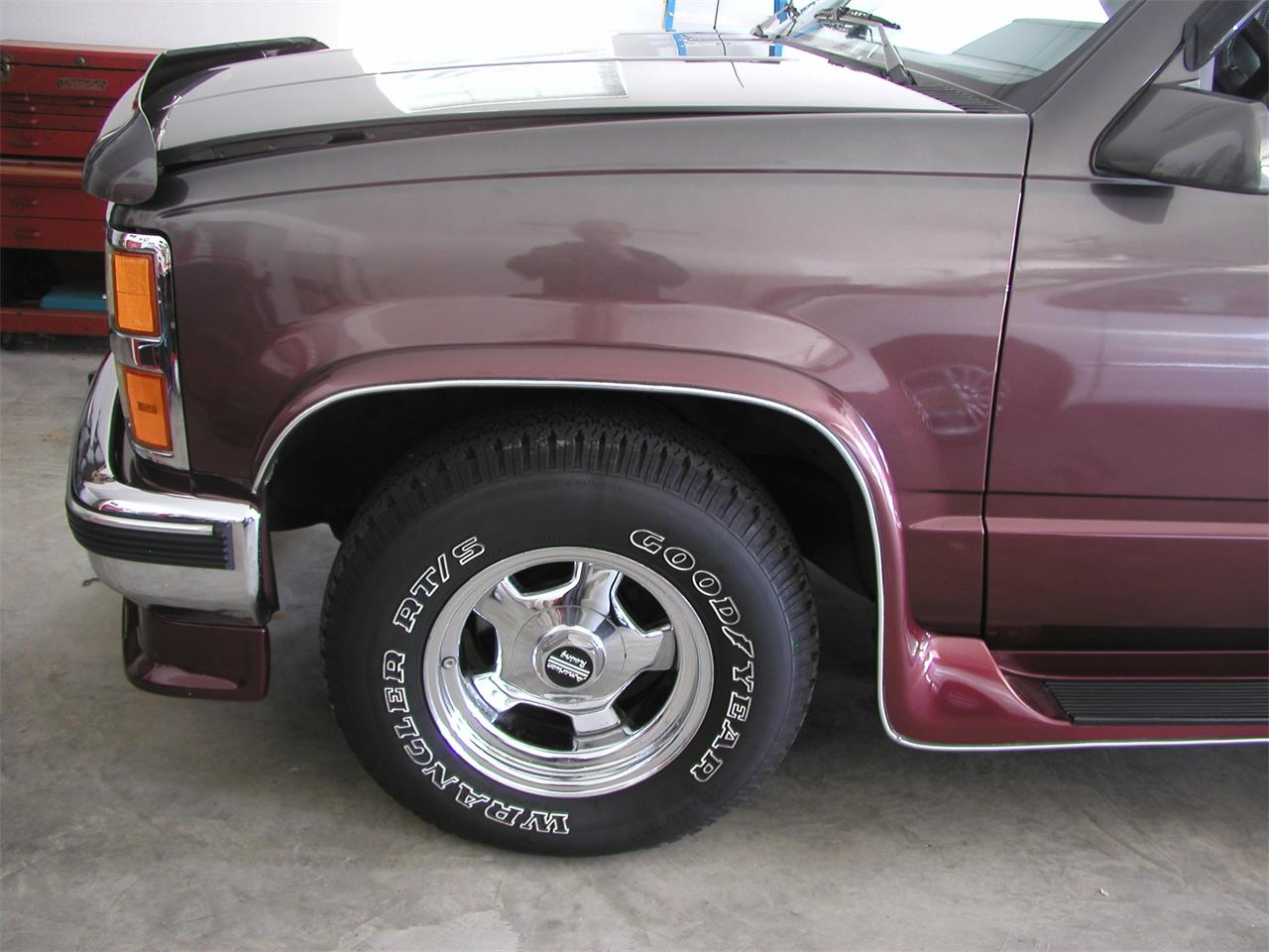 Large Picture of 1992 Chevrolet Pickup located in Granite City Illinois - KNIK