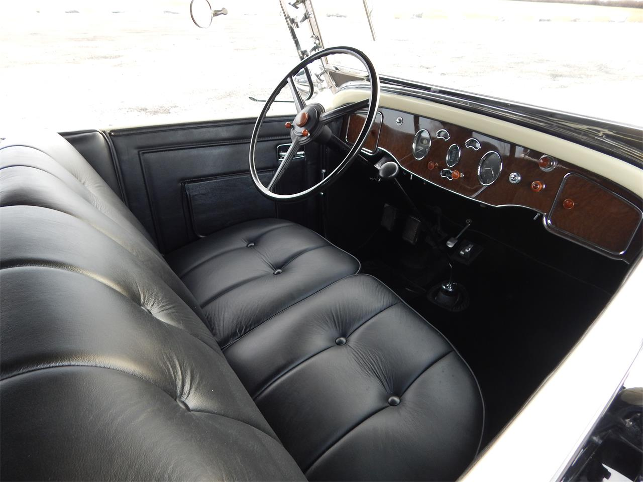 Large Picture of Classic '31 833 Auction Vehicle Offered by Dragone Classic Motorcars - KOWI