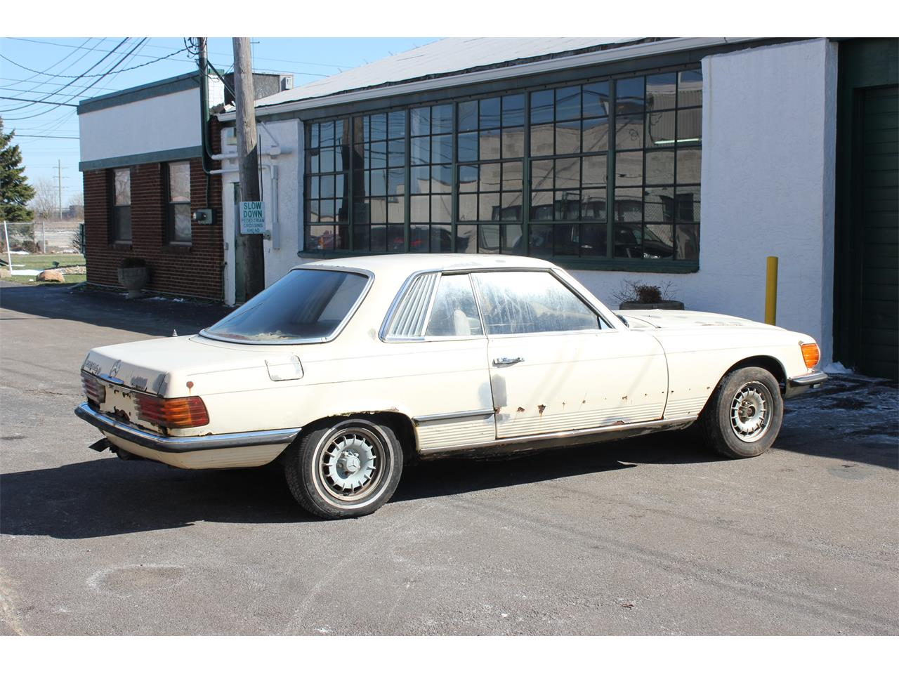 Large Picture of '73 Mercedes-Benz 350 SLC located in Ohio - KPWG