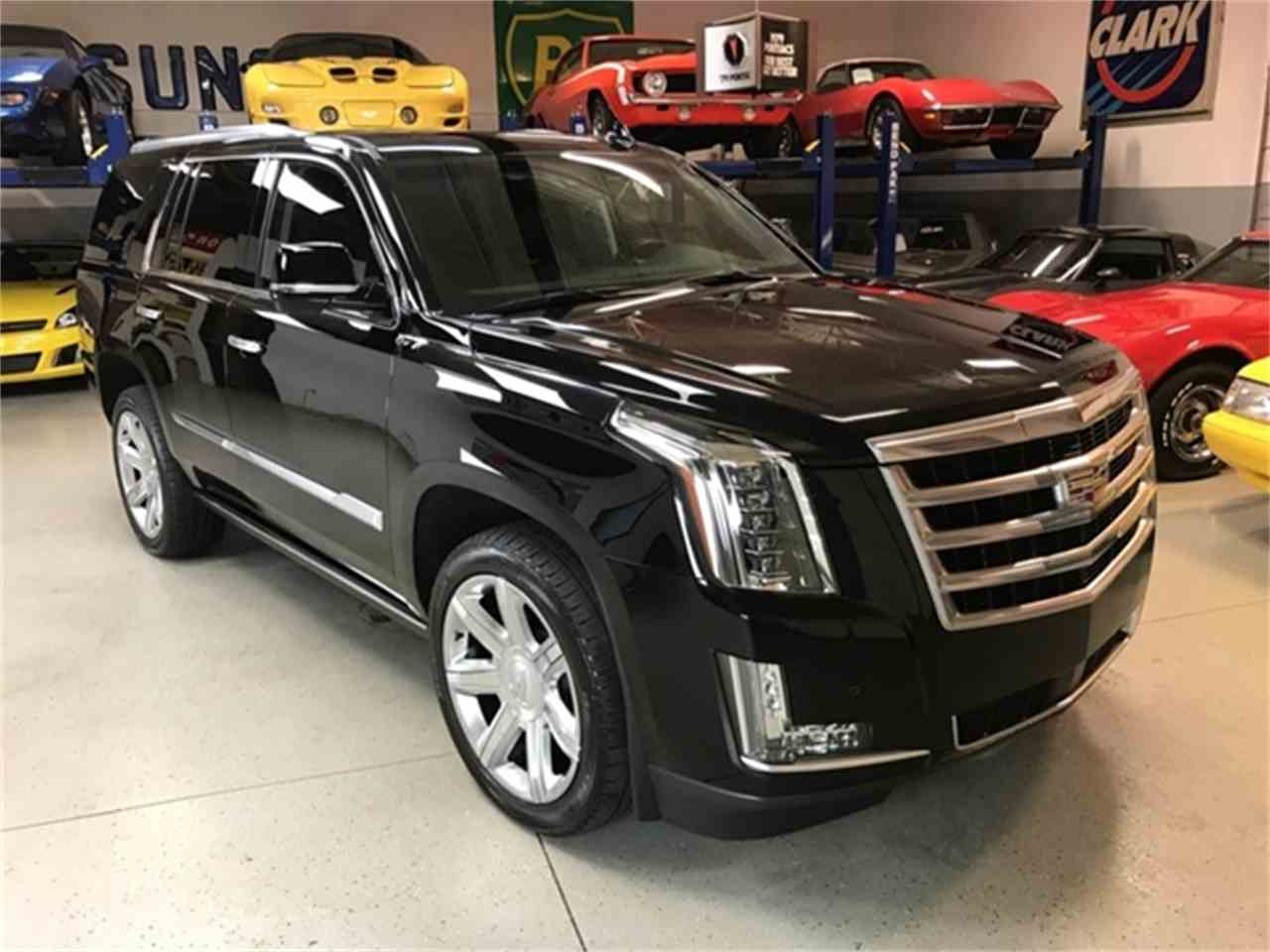 Large Picture of 2016 Cadillac Escalade located in Shelby Township Michigan - $64,995.00 - KQ6S