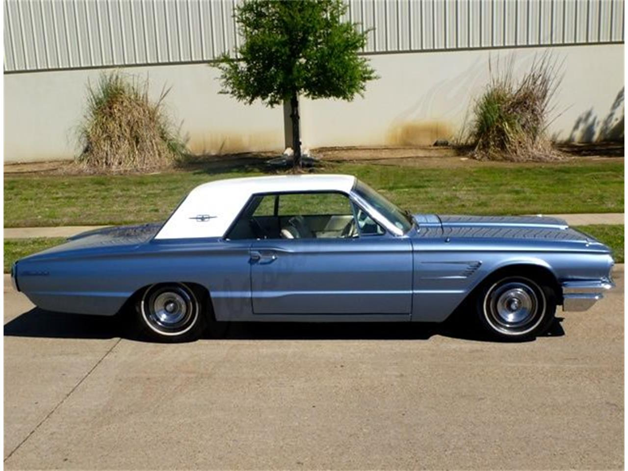 Large Picture of '65 Thunderbird - KUGJ