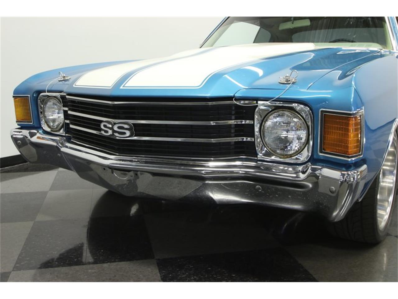 Large Picture of '72 Chevelle - KZ8L
