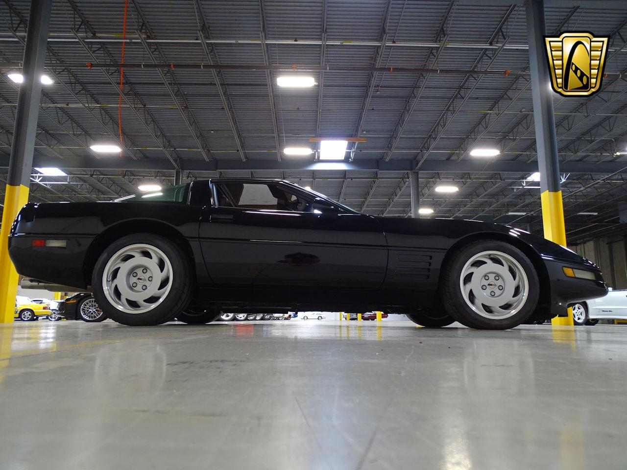 Large Picture of '91 Chevrolet Corvette located in New Jersey - $25,995.00 - L1SC