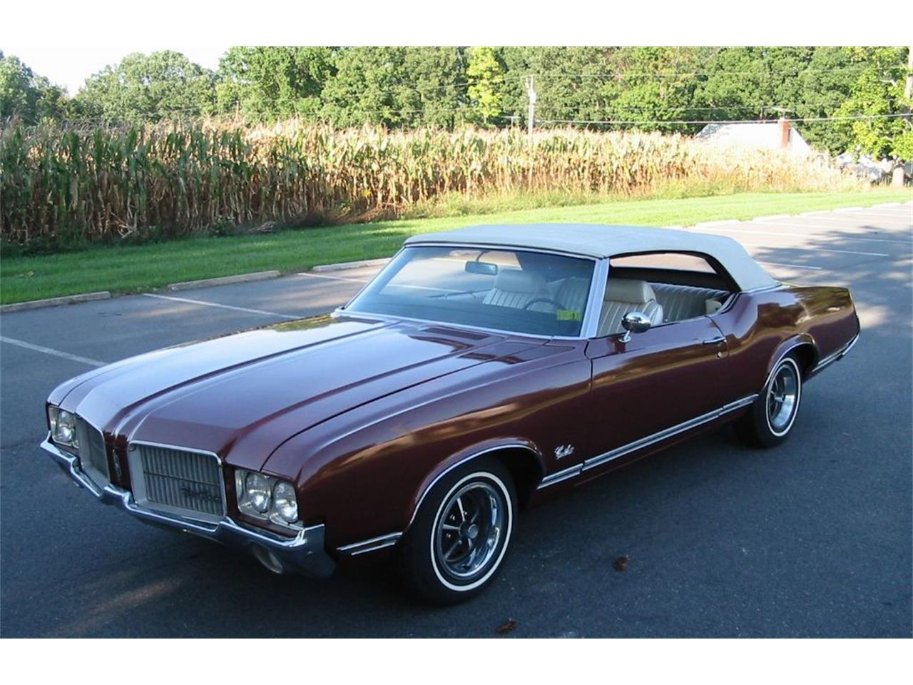 Large Picture of Classic 1971 Cutlass Supreme located in Harpers Ferry West Virginia - L1WX