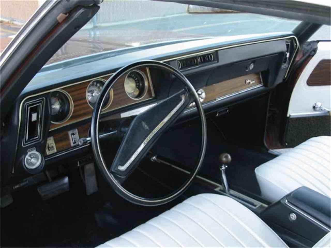 Large Picture of 1971 Cutlass Supreme located in Harpers Ferry West Virginia Offered by Champion Pre-Owned Classics - L1WX