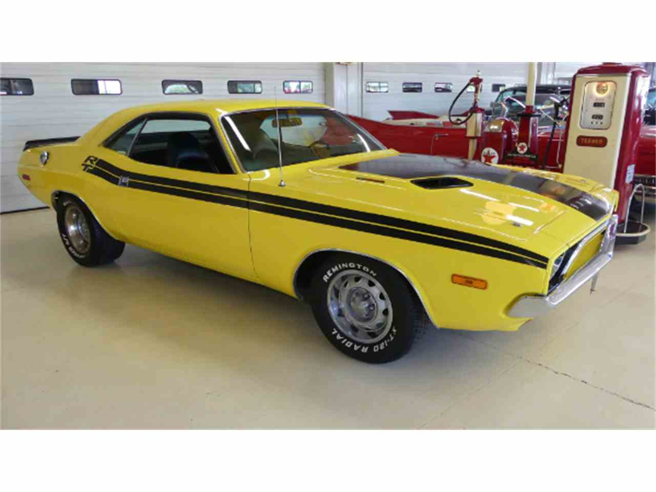 Large Picture of '72 Challenger - L1ZU
