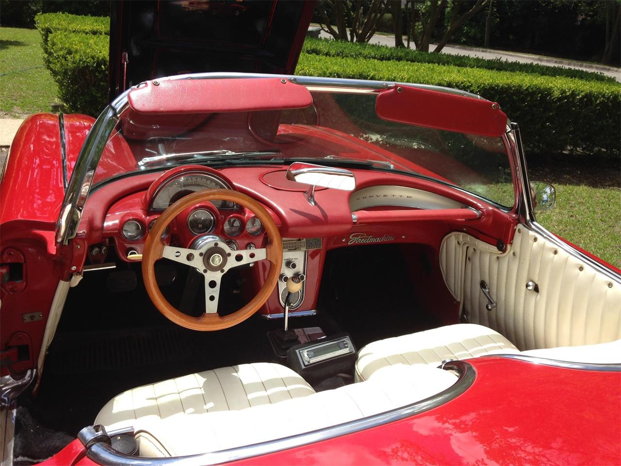 Large Picture of '60 Corvette - L0D9
