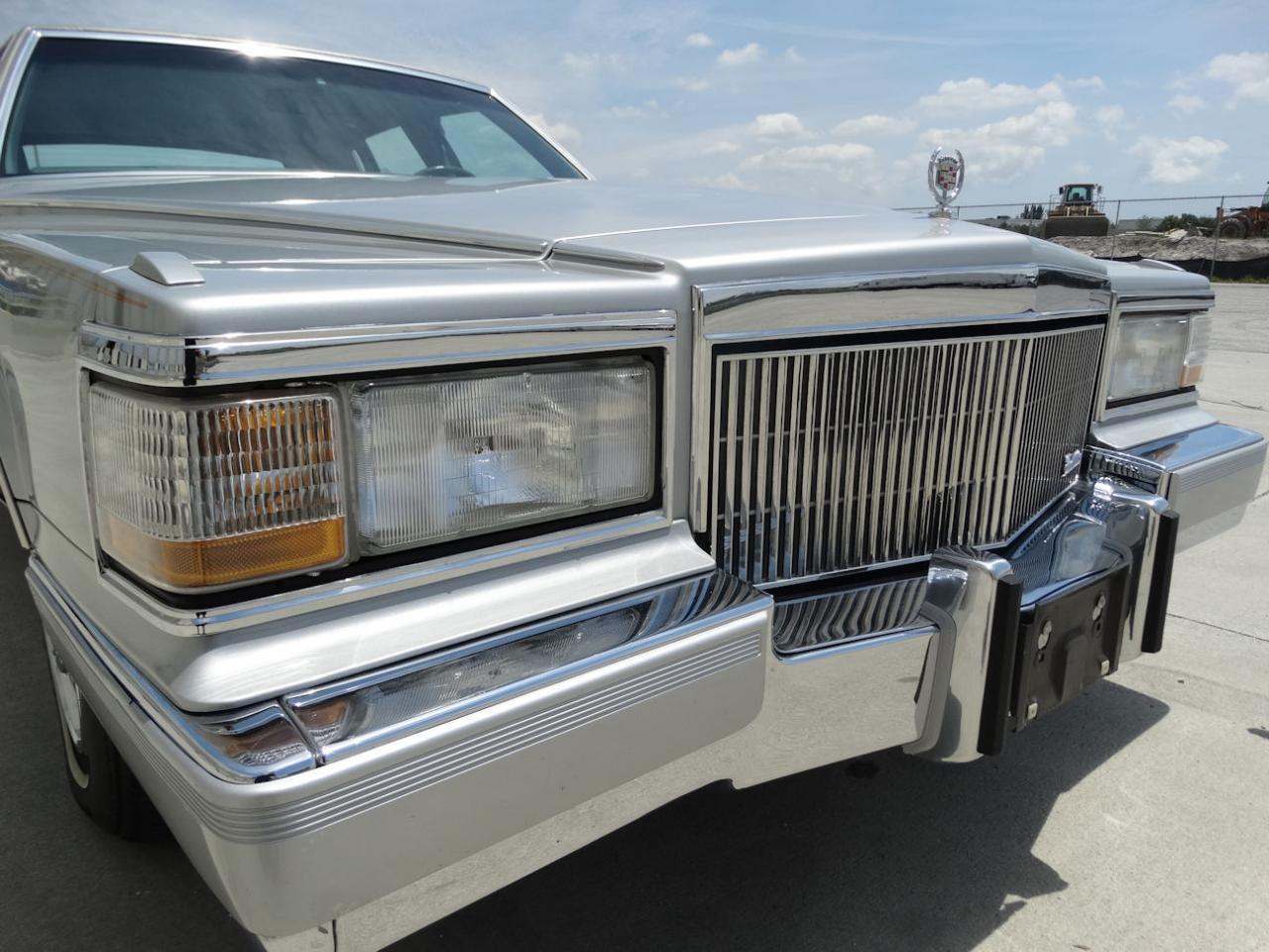 Large Picture of '90 Cadillac Brougham - L2WV
