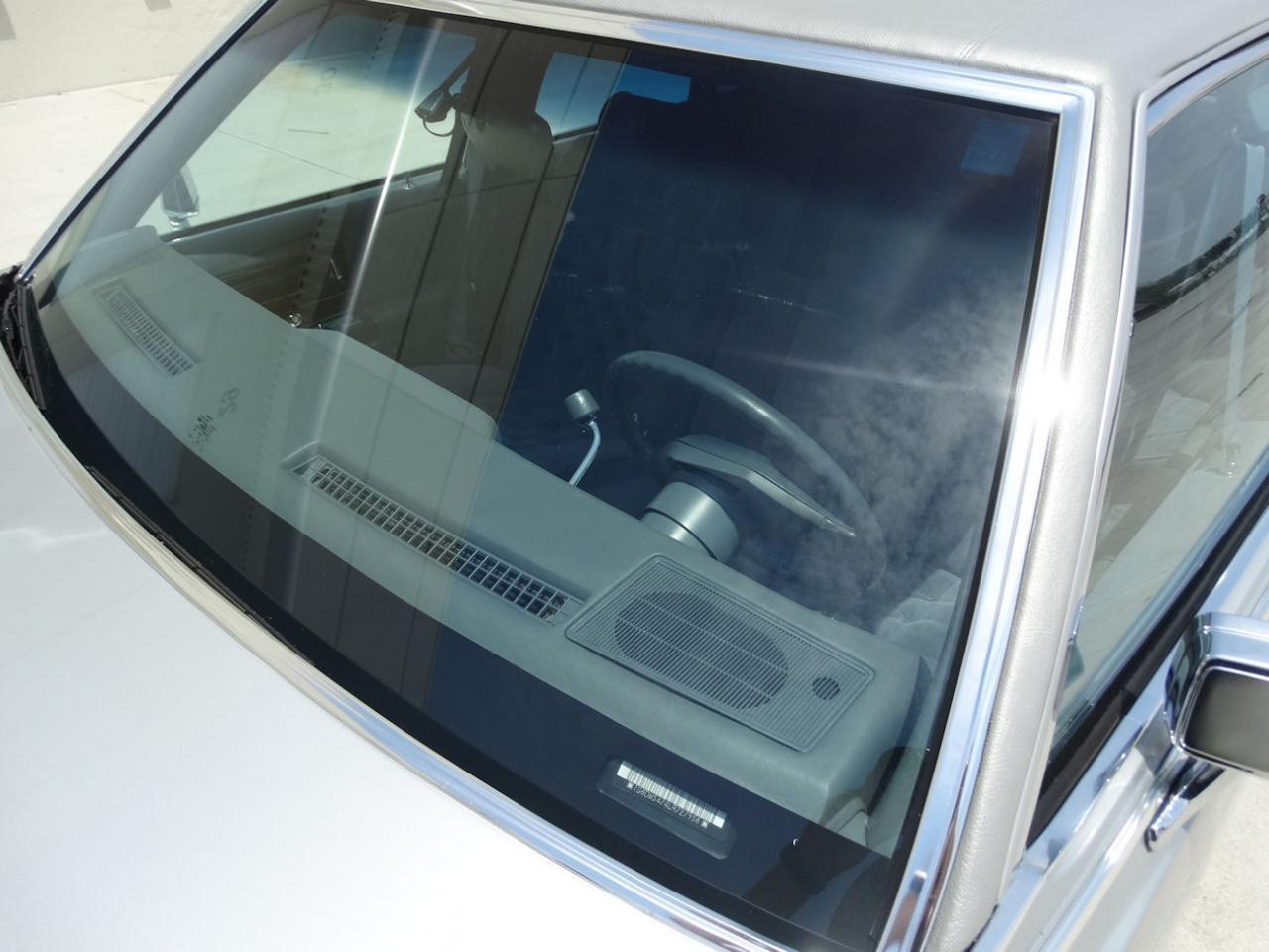 Large Picture of 1990 Brougham - L2WV