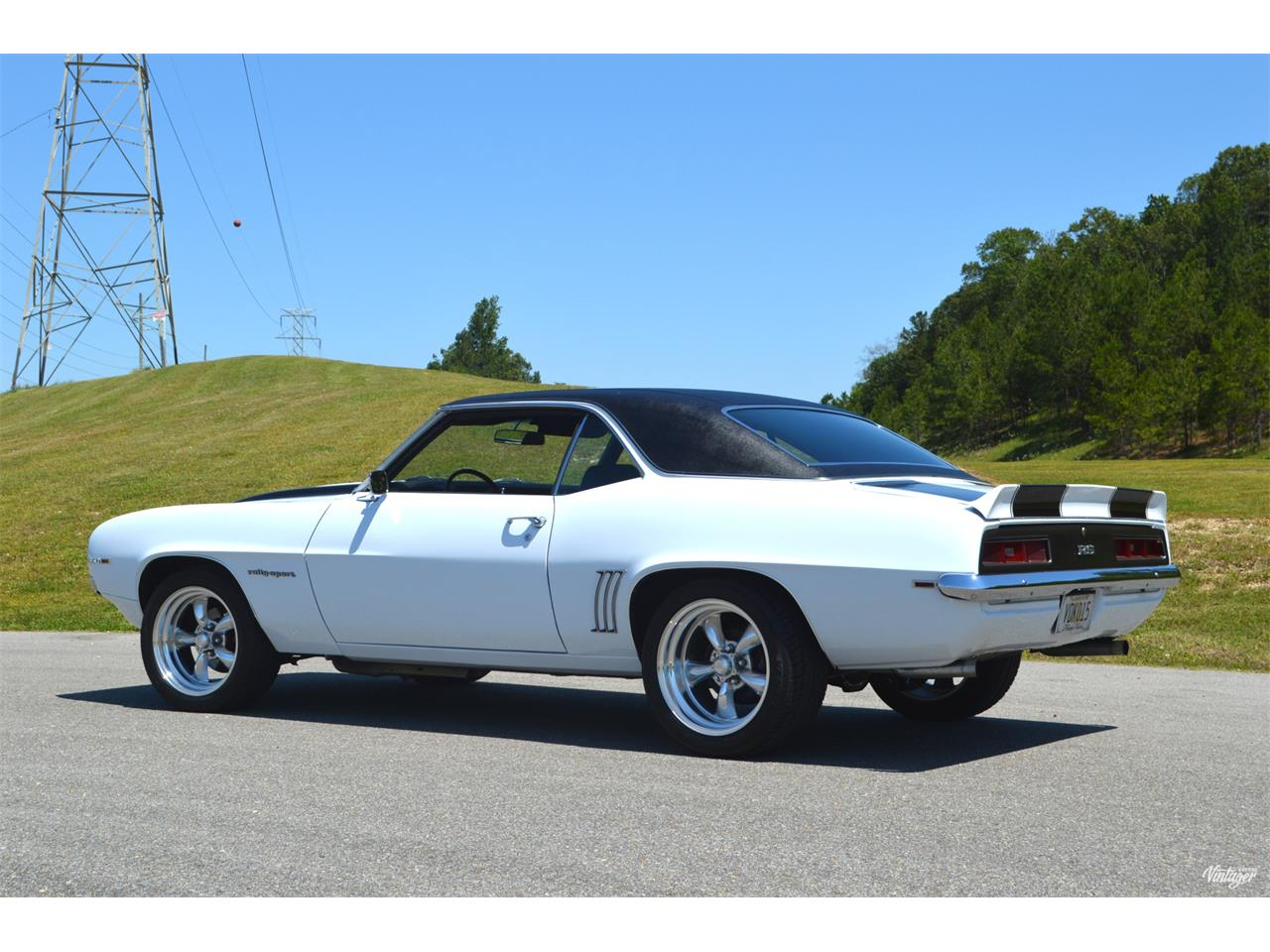 Large Picture of '69 Camaro RS located in Alabama - $37,900.00 - L329
