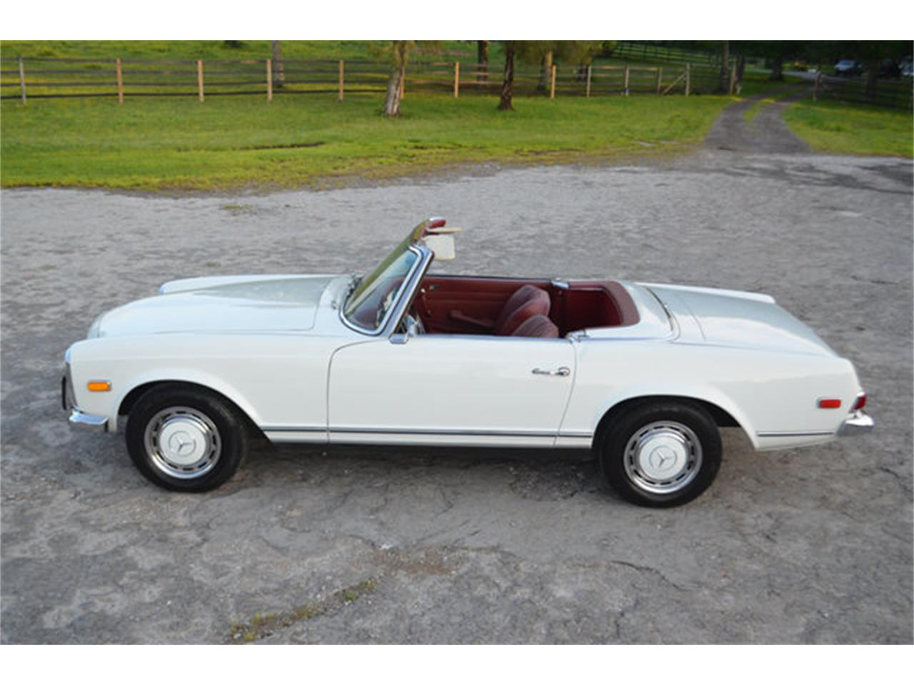 Large Picture of '69 Mercedes-Benz 280SL located in Tennessee - $88,500.00 - L3NH