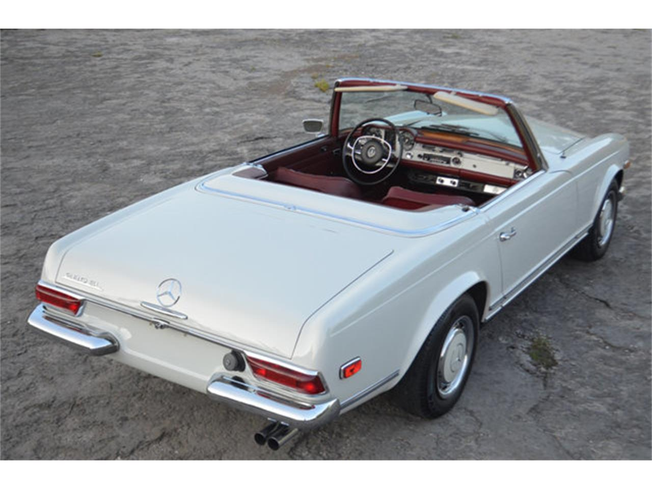 Large Picture of '69 Mercedes-Benz 280SL located in Lebanon Tennessee - $88,500.00 Offered by Frazier Motor Car Company - L3NH