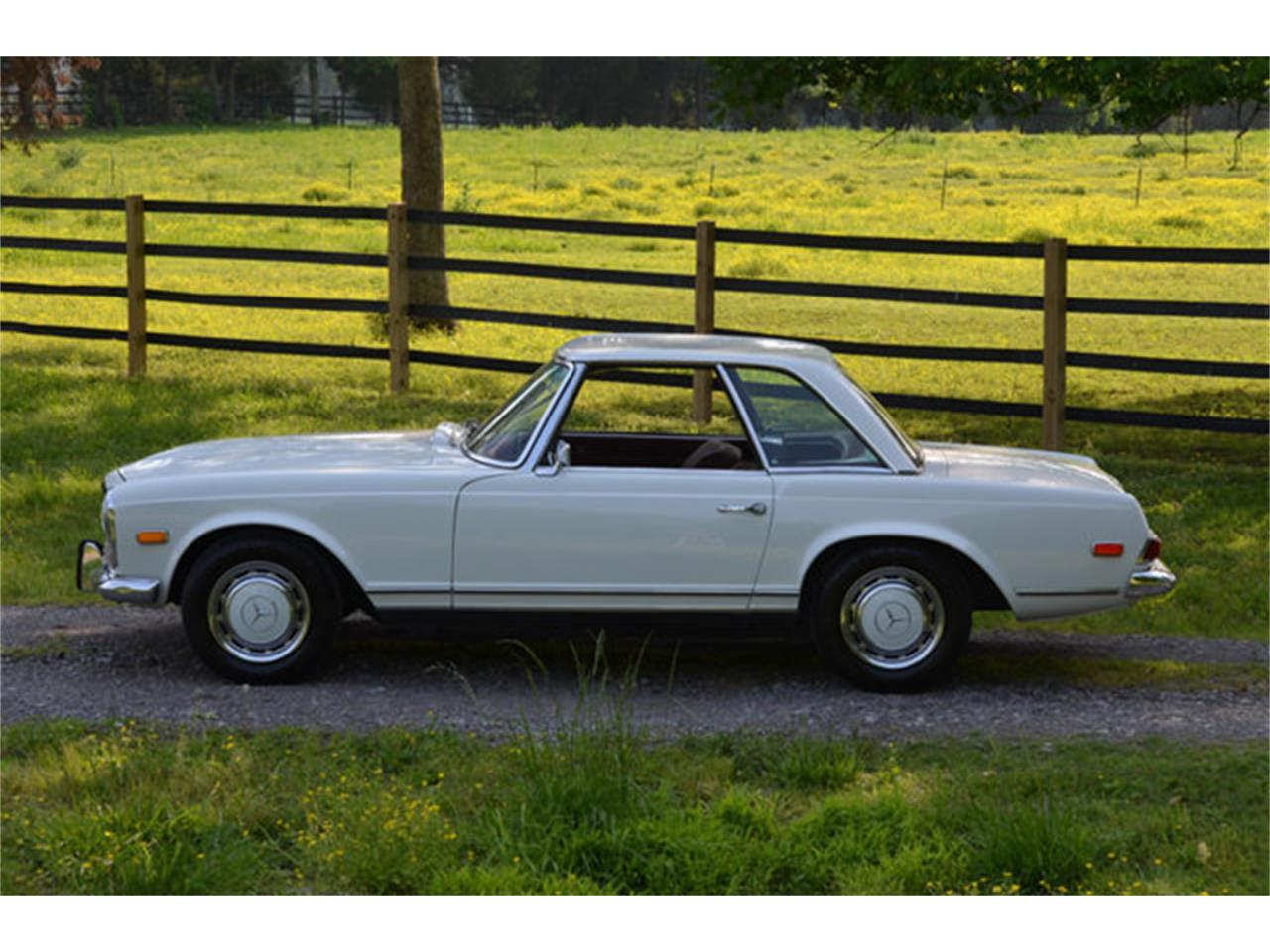 Large Picture of Classic 1969 280SL located in Lebanon Tennessee - $88,500.00 Offered by Frazier Motor Car Company - L3NH