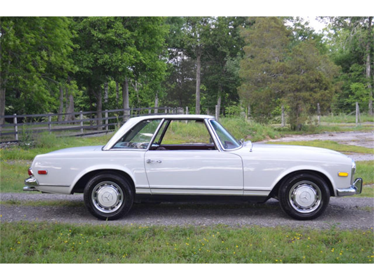 Large Picture of '69 280SL located in Tennessee Offered by Frazier Motor Car Company - L3NH