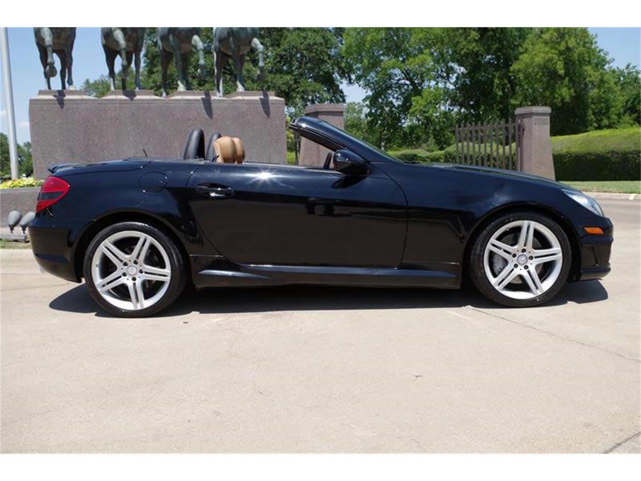 Large Picture of '11 SLK-Class located in Texas - $21,900.00 - L3QE