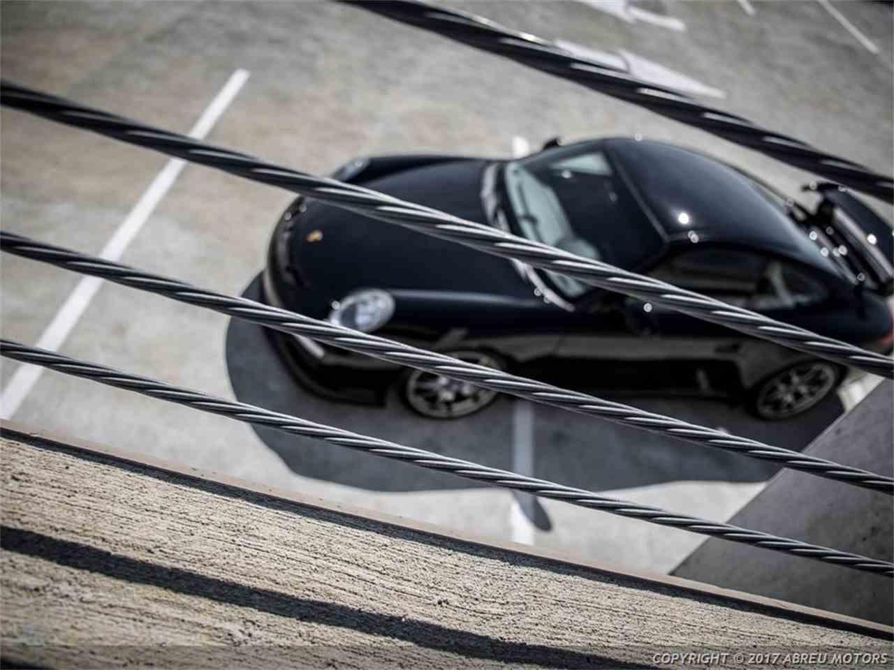 Large Picture of '11 Porsche 911 GT3 Auction Vehicle - L3QR