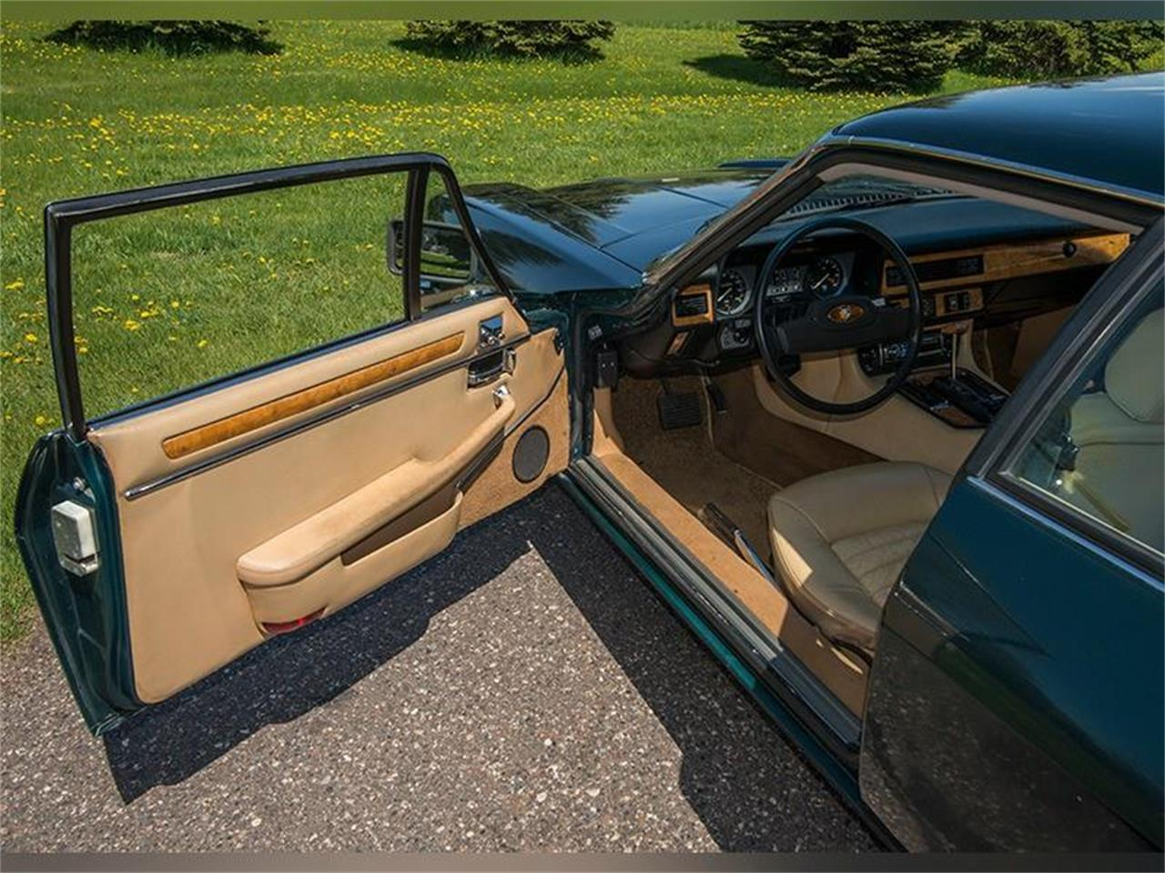 Large Picture of '83 Jaguar XJ Offered by Ellingson Motorcars - L3YD
