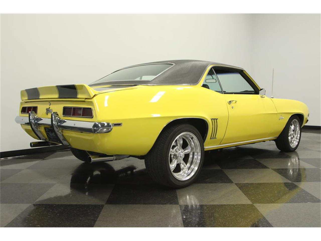Large Picture of '69 Camaro located in Lutz Florida - $39,995.00 Offered by Streetside Classics - Tampa - L45U