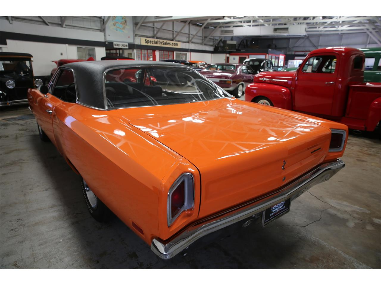 Large Picture of Classic 1969 Plymouth Road Runner - L56B