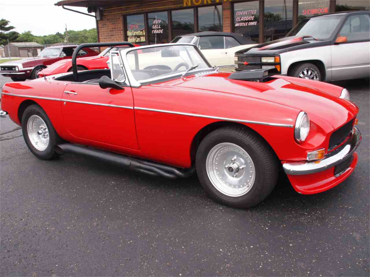 Large Picture of Classic '68 MG MGB Offered by Ohio Corvettes and Muscle Cars - L59M