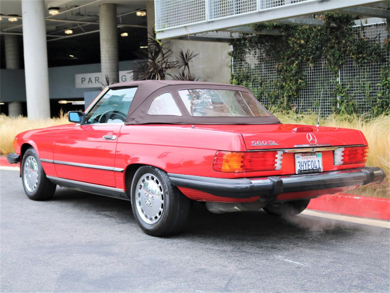 Large Picture of '88 Mercedes-Benz 560 located in California - $37,500.00 Offered by Chequered Flag International - L5LZ
