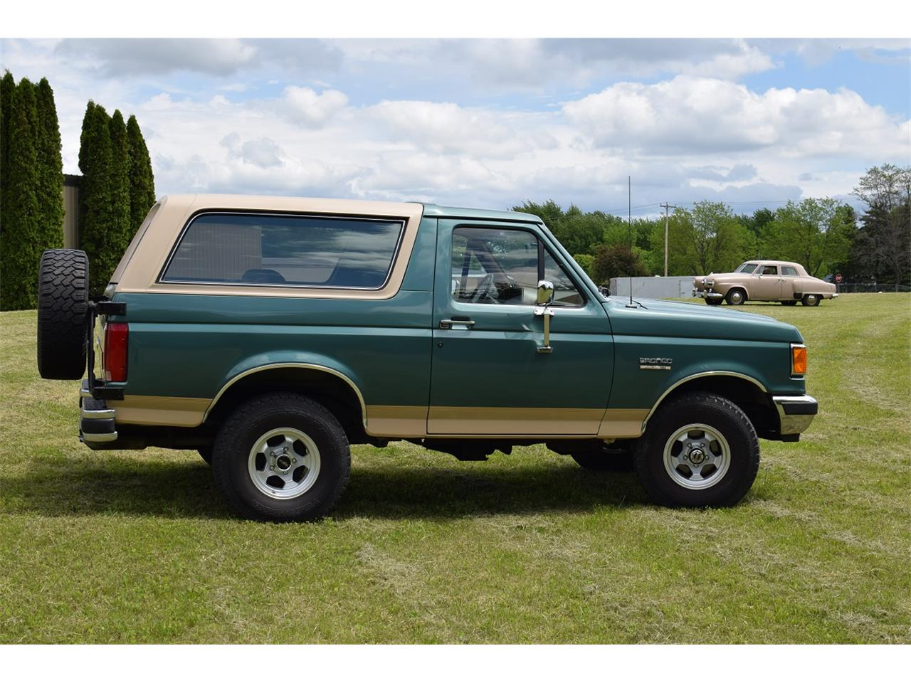 Large Picture of '98 Ford  Bronco located in Minnesota Offered by Hooked On Classics - L5VG