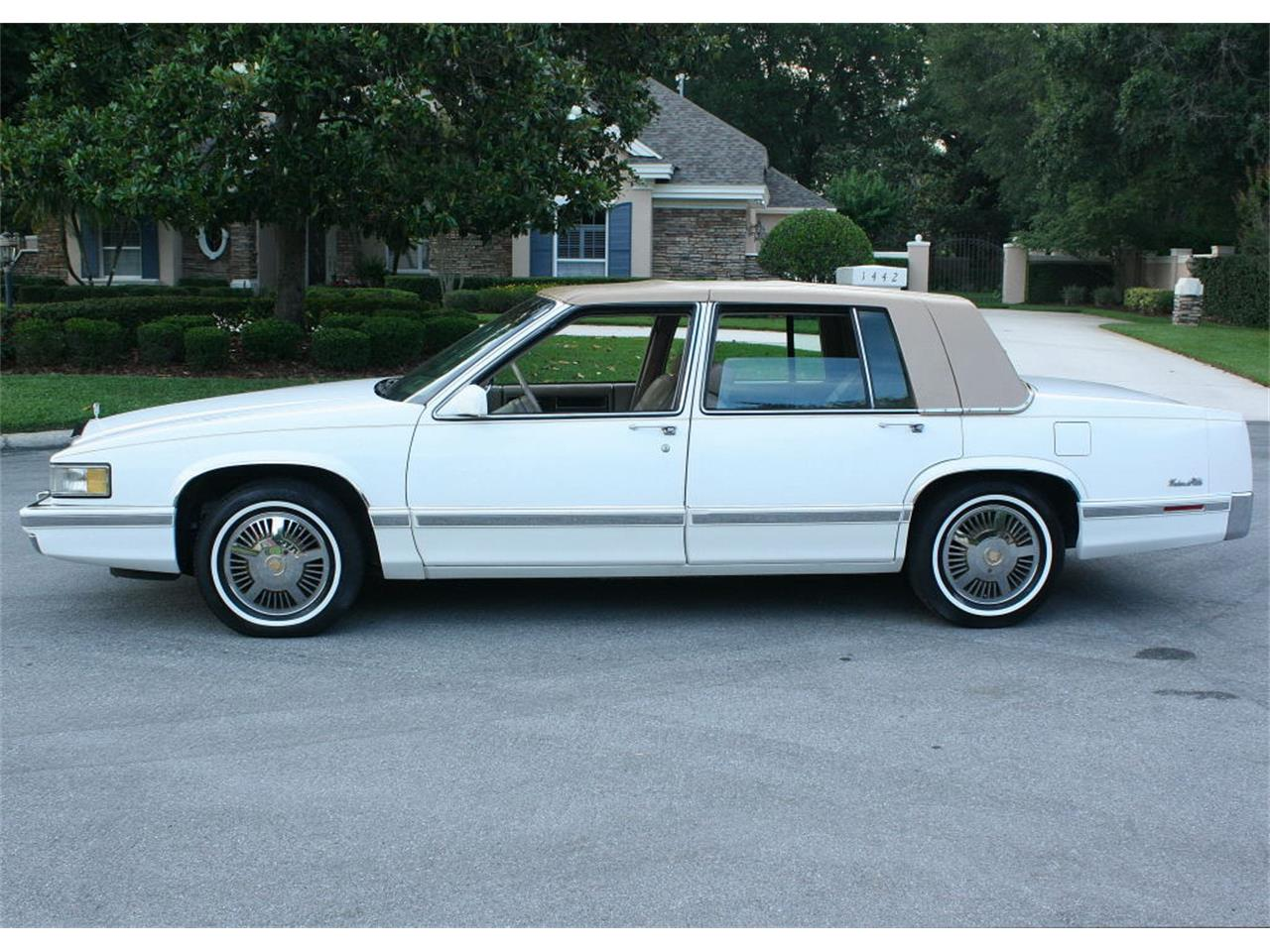Large Picture of '91 Cadillac Sedan located in Florida - L5XM