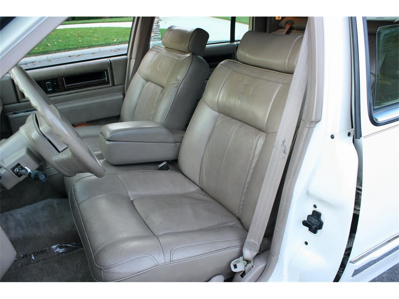 Large Picture of '91 Cadillac Sedan - $9,500.00 - L5XM