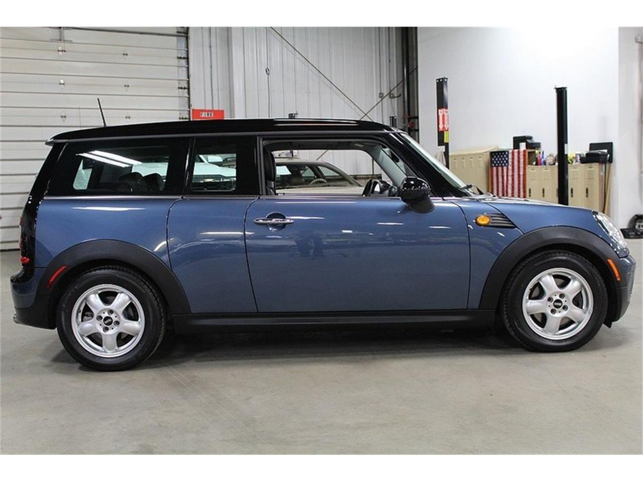 Large Picture of '10 MINI Cooper located in Kentwood Michigan - $6,900.00 - L637