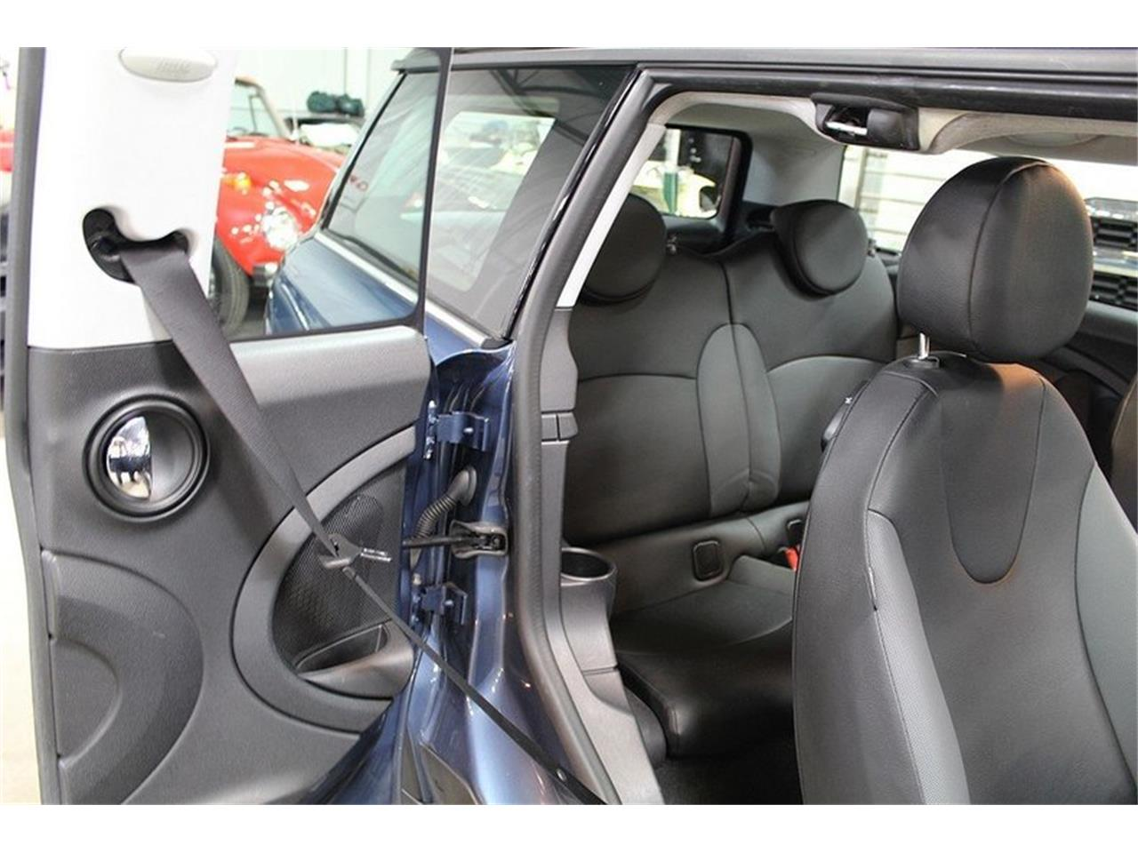 Large Picture of '10 MINI Cooper located in Kentwood Michigan - L637