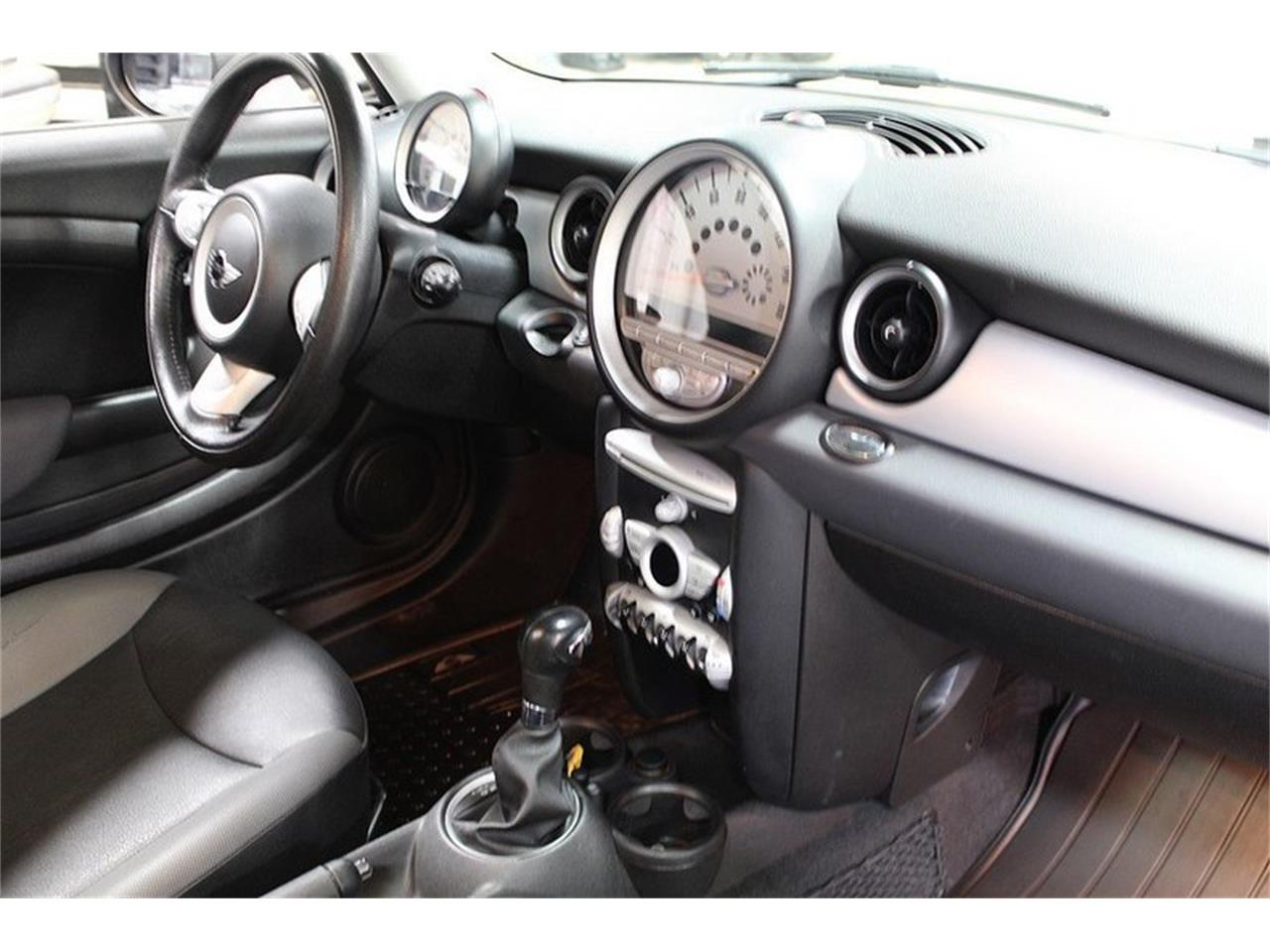Large Picture of 2010 MINI Cooper located in Kentwood Michigan - L637